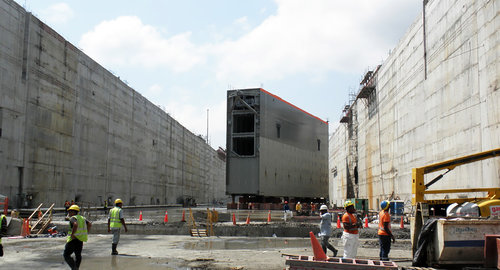 hydro_canal_locks_panama_2