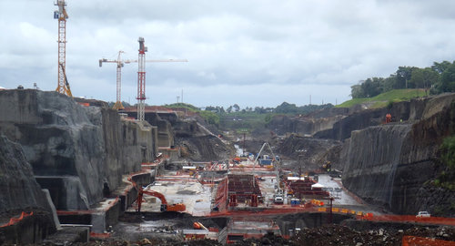 hydro_canal_tlantic_locks_panama